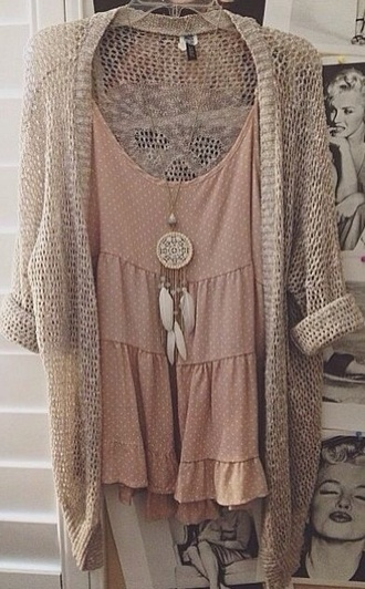 dress cardigan white girly boho tumblr coachella vintage gorgoeus blouse romper boho chic cute dress jewels necklace top nude tank top t-shirt wholeoutfit polka dots brown dreamcatcher sweater cute chic spring pink boho necklace rose brandy melville loose flowy pretty casual flowers flowy dress dusty pink bag hipster shirt jewelry dreamcatcher necklace this beige cardigan boho dress
