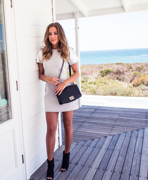 kenza blogger white dress peep toe boots shoulder bag