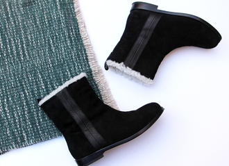 blame it on fashion blogger winter boots scarf shoes