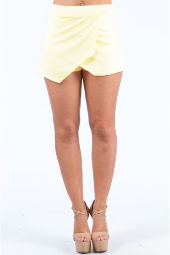 Ladies Kinfe Plain Skort In Yellow at Pop Couture UK