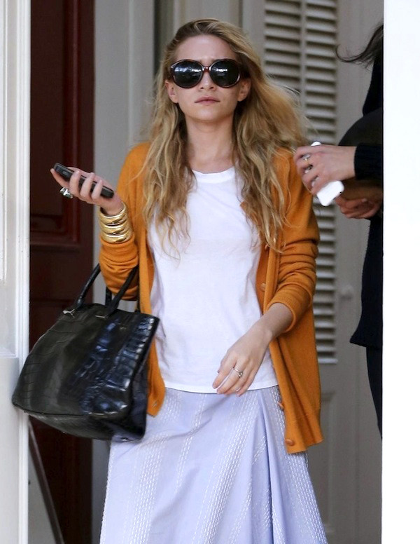 olsen sisters sunglasses cardigan t-shirt jewels bag
