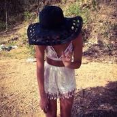 hat,black or white hat,mesh,beach,top