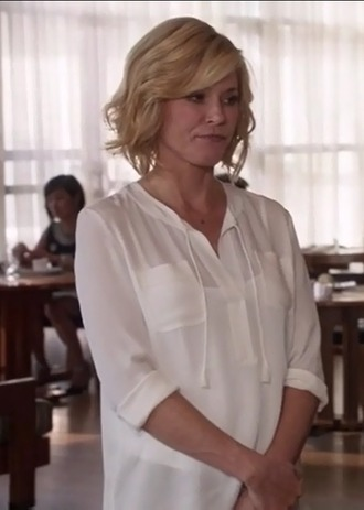 shirt claire dunphy modern family julie bowen white