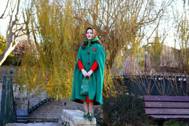vintage traffic blogger green coat dress scarf bag shoes