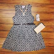 dress,print,printed dress,black,white,geometric
