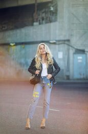 jeans,white top,leather jacket,patch jeans,black heels,blogger