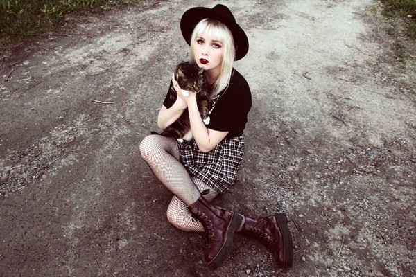 thelma malna shirt skirt hat jewels shoes