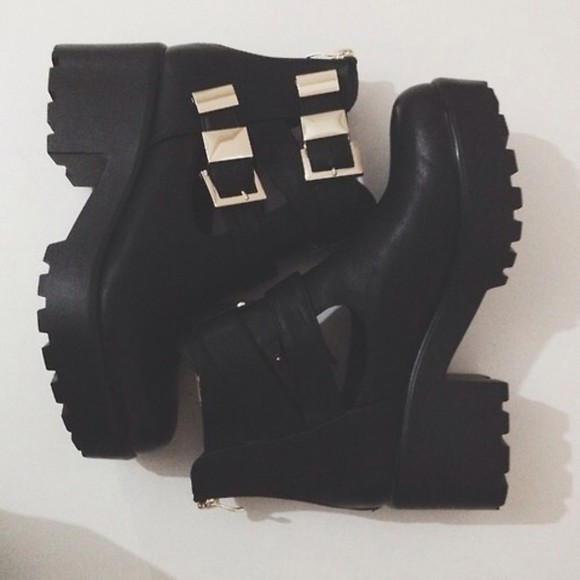 black platform shoes platform boots grunge shoes grunge shoes ankle boots buckles gold buckles black ankle boots boot boots cut out ankle boots andrea russett leather black boots cleated sole cleated sole platforms buckle boots chelsea boots heeled chunky chunky boots fall outfits tumblr shoes