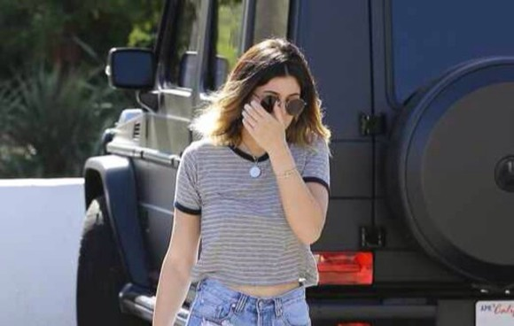 stripes blouse kylie jenner
