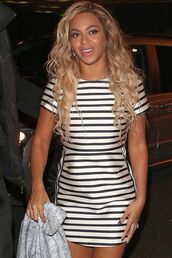 beyonce,nautical,white and navy stripe,laid back style,casual,dress,gorgeous,gorgeous dress,hairstyles
