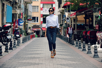 rana demir blogger sweater jeans shoes belt bag sunglasses
