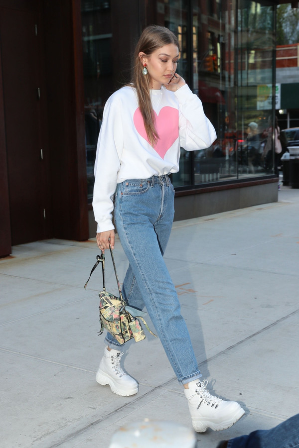 sweater sweatshirt top streetstyle casual denim jeans gigi hadid model off-duty