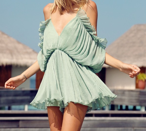 dress romper tuula tuulavintage mint mint playsuit romper ruffle cold shoulder summer v neck v neck dress shoulder free cute pretty mint dress off the shoulder jumpsuit black jumpsuit lace up jumper fine knit jumper white jumpsuit mens cable knit jumper mint green skirt mint sweater outfit outfit idea fall outfits tumblr outfit summer outfits spring outfits cool cool girl style fashion coolture