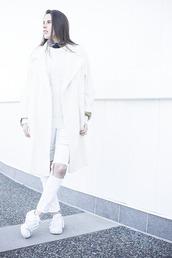 melissa araujo,blogger,optical,white,cable knit,white coat,ripped jeans,white jeans,white sneakers,coat,sweater,jewels,white oversized coat