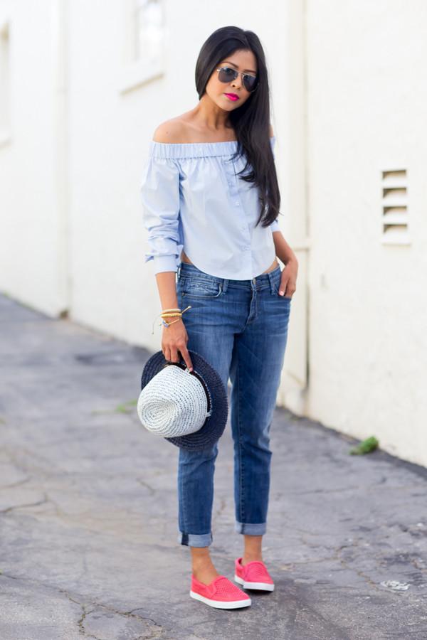 walk in wonderland t-shirt jeans hat shoes