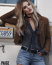 rosie huntington-whiteley,model,suede jacket,shorts,fringes,fringed jacket,printed blouse,jewelry,necklace,choker necklace,black choker,black velvet choker