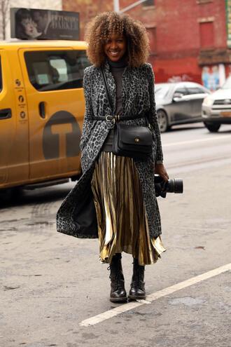 coat nyfw 2017 fashion week 2017 fashion week streetstyle grey coat printed coat belt skirt midi skirt gold skirt pleated pleated skirt metallic pleated skirt boots black boots bag black bag top grey top turtleneck grey turtleneck top
