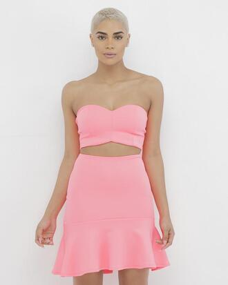 skirt outfit outfit set crop tops pink pink outfit pink crop top pink skirt ruffle ruffle skirt