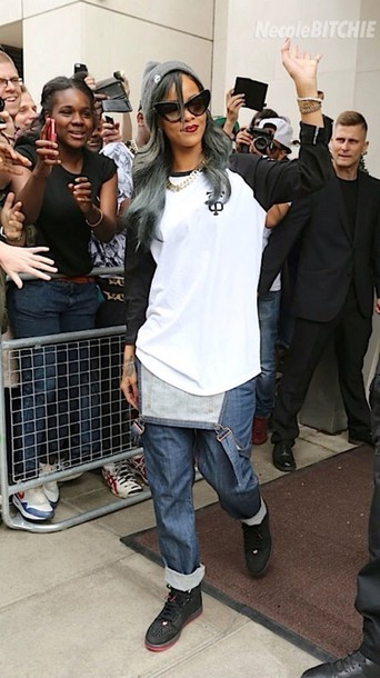 shirt rihanna black and white shoes