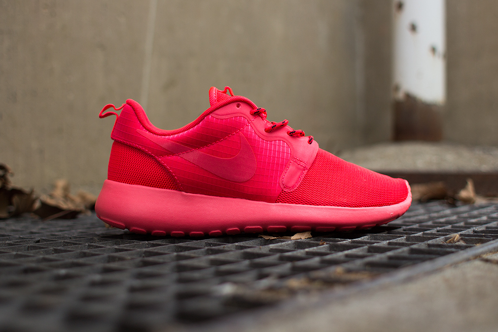 best sneakers 2d4bc 0ec3e ... Nike WMNS Roshe Run Hyperfuse Red - Sneakers Madame . ...