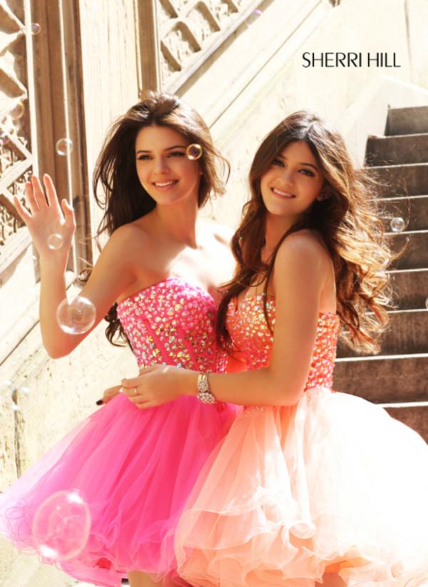 dress kardashians kendall jenner kendall jenner kendall and kylie kylie jenner kylie jenner prom dress dress amazing dress perfect pink pink dress peach dress peach peach dress