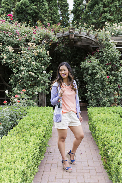 sandy a la mode blogger sweater shorts shoes jewels bag