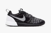 shoes,nike running shoes,black,white,nike shoes with leopard print,nike roshe run,leo,black and white
