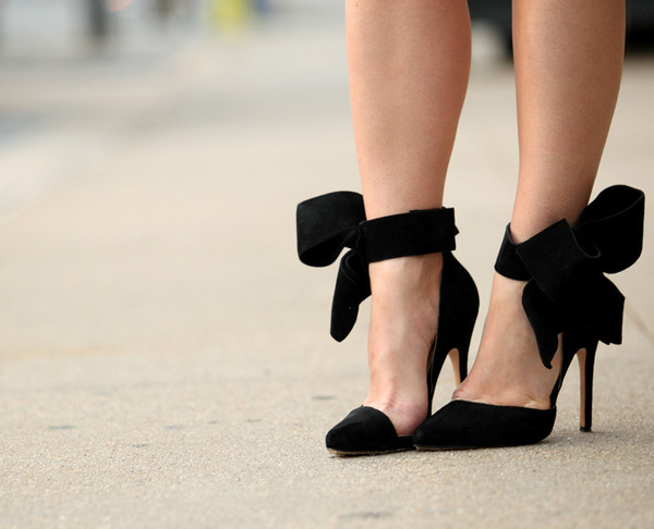 shoes bows high heels bow pumps pumps black pumps classy brooklyn blonde asymmetrical pumps