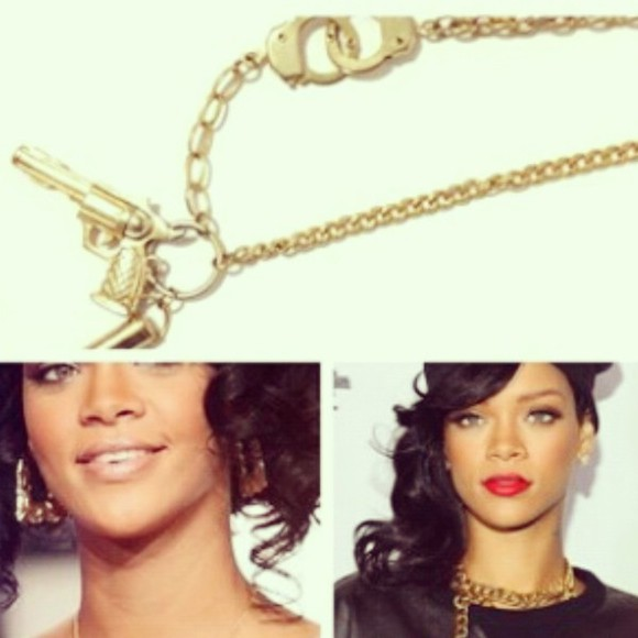 jewels or rihanna riri gun colier france