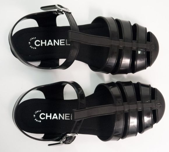 shoes wolf-raw-r chanel black black shoes flats sandals tumblr blogger bloggers fashion blogger clothes