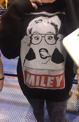 miley cyrus sweater