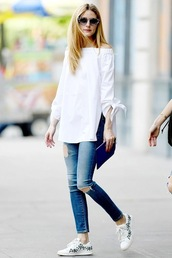le fashion image,blogger,sunglasses,jeans,shoes,white top,ripped jeans,skinny jeans,white sneakers,long sleeves,weekend outfits