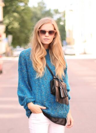the fashion eaters blogger sweater blue sweater fringed bag blonde hair