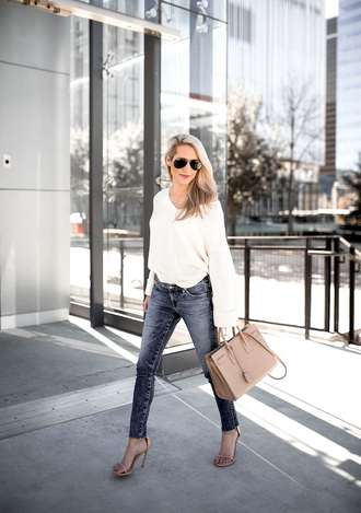 krystal schlegel blogger sweater jeans shoes sunglasses bag white sweater handbag skinny jeans high heel sandals sandals