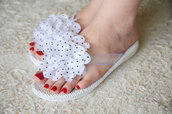 shoes,white,wedding,bridal flip flops,beach wedding,flowered,bridesmaid,beach,sandals,wedding shoes,slippers