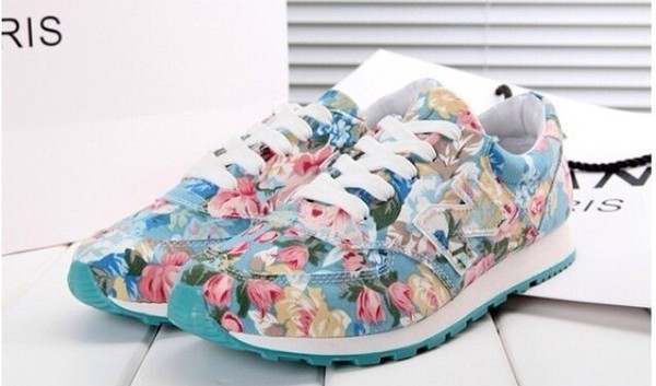 shoes new balance sneaks flowers print shows sneakers purple floral sneakers