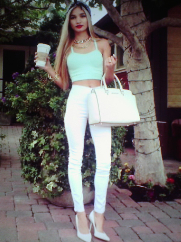 tank top white pants bag jewels
