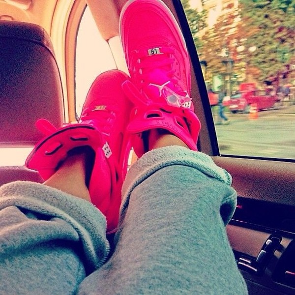 shoes pink jordan's bag