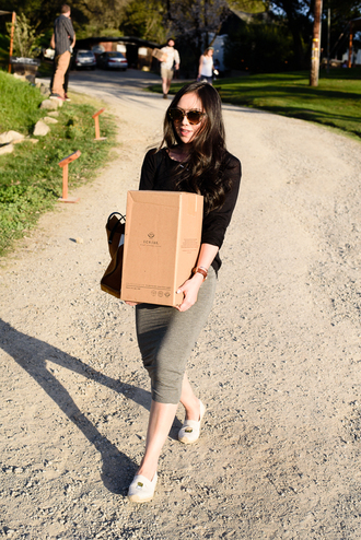 the fancy pants report blogger bodycon skirt grey skirt skirt sweater sunglasses shoes jewels bag