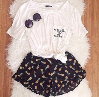 shirt t-shirt shorts hipster spring outfits summer outfits summer style spring style spring styles summer styles sunglasses top black green white yellow pinapples