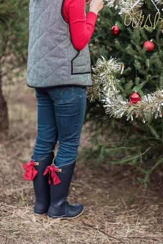 jacket vest stripes black grey boots shoes winter outfits winter boots winter jacket