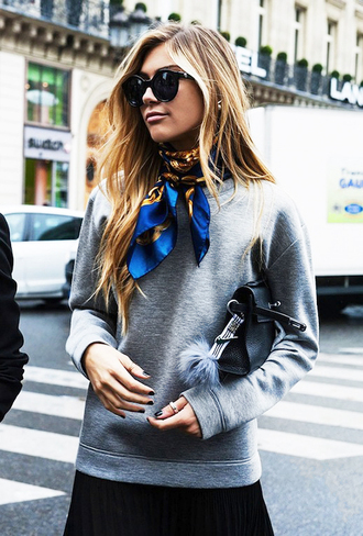 le fashion image blogger grey sweater silk scarf printed scarf black sunglasses college