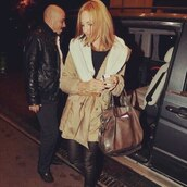 coat,clothes,celebrity,actress,meryem uzerli