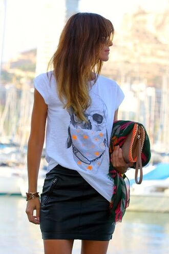 t-shirt clothes skull printed t-shirt skirt tank top shirt rock t-shirt skull t-shirt white bandana orange black edgy leather short pleather mini skirt leather skirt black skirt white t-shirt bag brown bag summer outfits