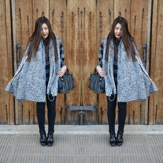 scarf bigscarf grey wool black bag blackback black and white shirt plaid shirt jeans black jeans boots black boots make-up