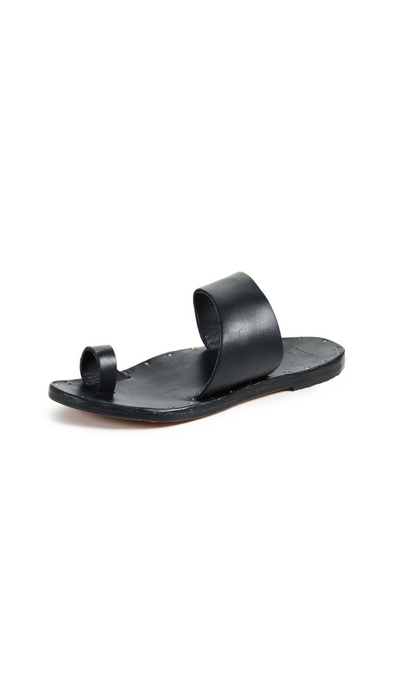beek Finch Toe Ring Slides in black
