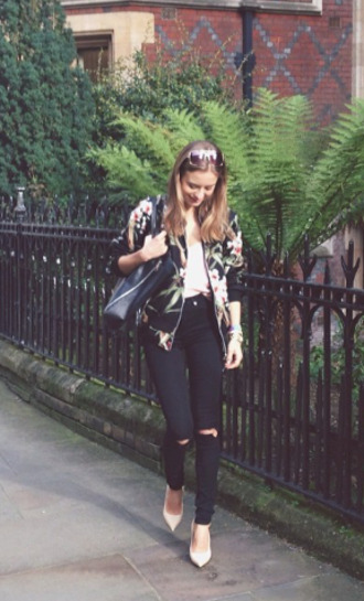pink jeans high heels shoes jacket bag clothes denim tank top sunglasses floral skinny jeans coat flowers print coat sexy jeans black jeans black skinny jeans black bag pink tank top pink tanktop dusty pink pink high heels