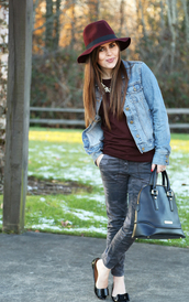 dress corilynn,blogger,hat,bag,leather bag,burgundy,camo pants,denim jacket,ballet flats,pants,sweater,jacket,shoes,jewels,printed ballerinas