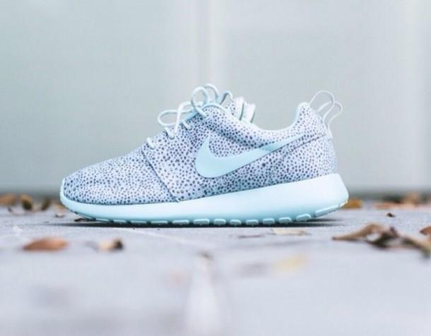 Nike Roshe Run Trainers for Women | Landau Store