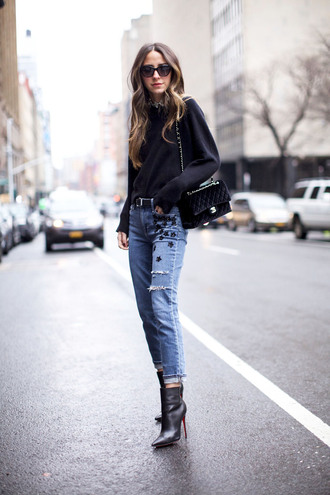 something navy blogger top shoes bag sunglasses belt chanel bag black bag ankle boots high heels boots winter outfits